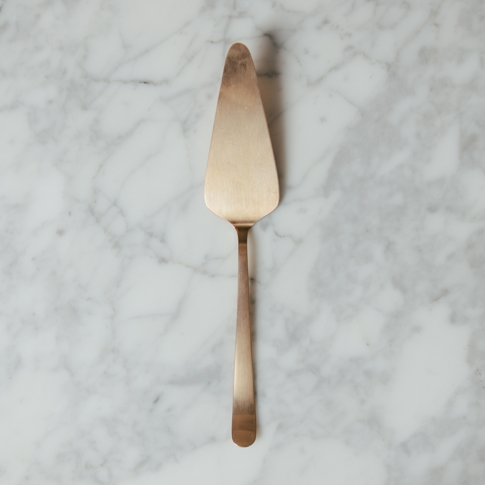Oslo Gold Cake Server Relish Decor