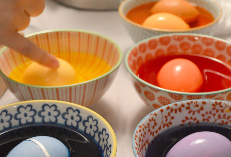 Relish-Decor-easter-egg-painting-dying