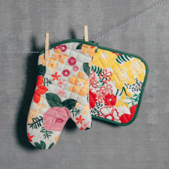 Blossom Pot Holder & Oven Mitt Set Relish Decor