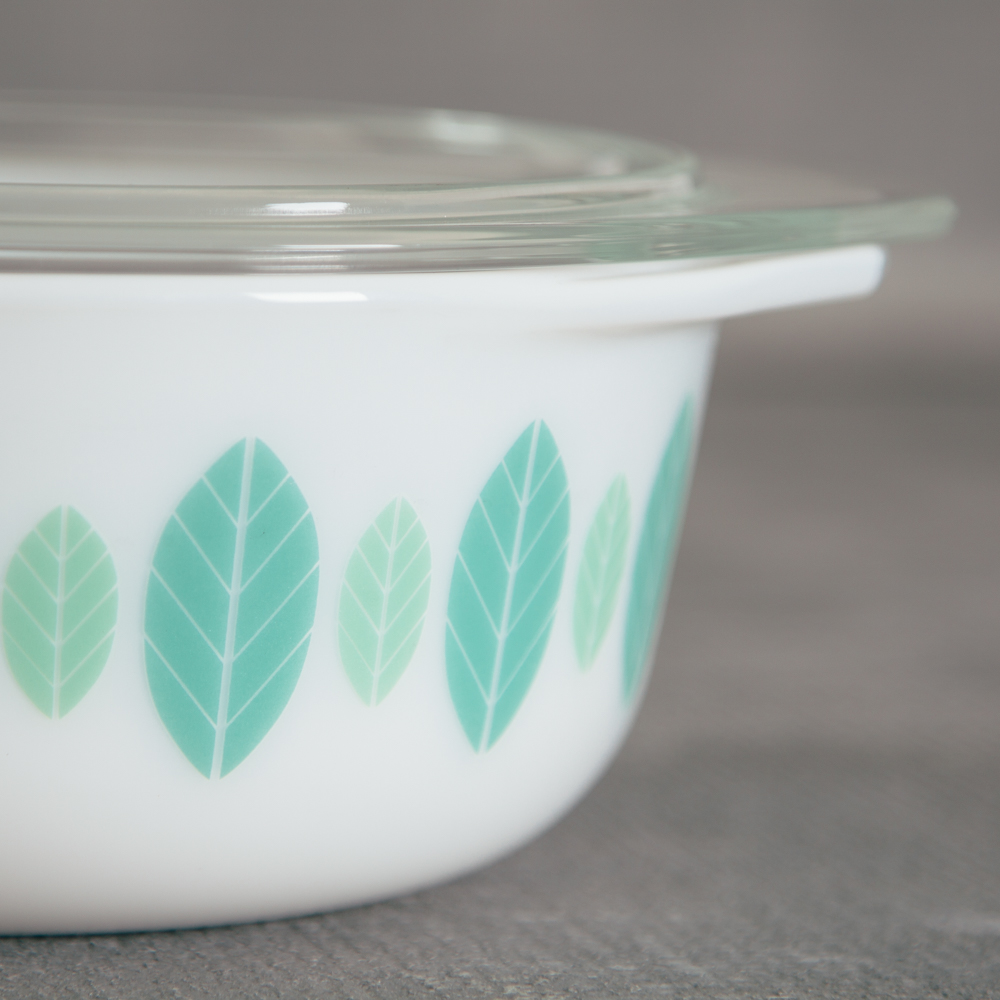 Retro Mod Verde Bakeware Storage relish decor detail