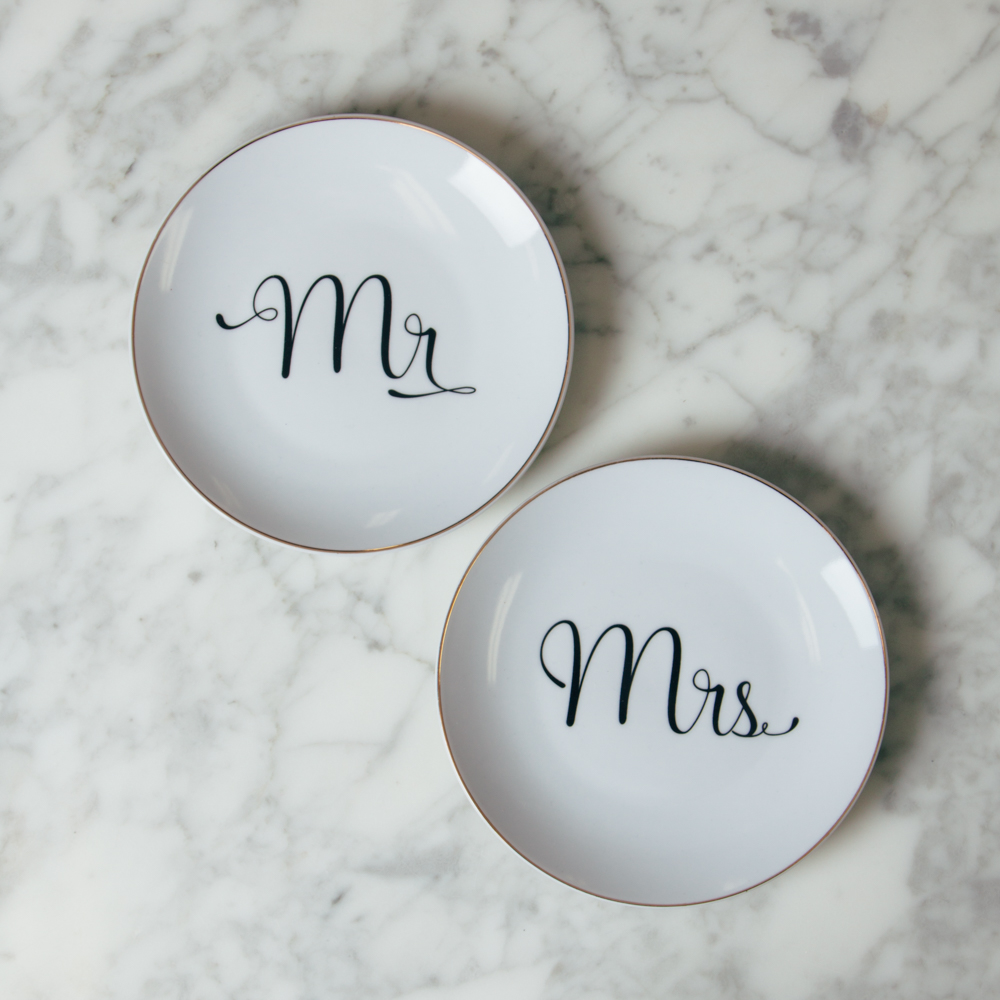 Mr Mrs Rosanna Love is In the Air Plates Wedding Cake Relish Decor ...